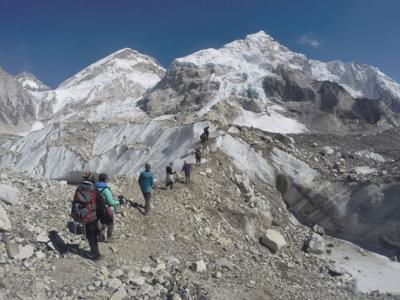 喜马拉雅山的珠穆朗玛峰迎来登山旺季 2名印度人失踪