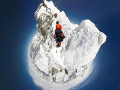尼泊尔夏尔巴族向导与运动品牌合作采用360度摄影装备拍下登上珠峰的全程风景