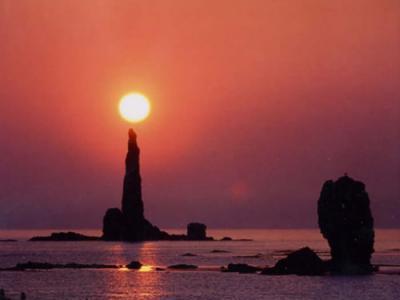 日本北海道奇观:蜡烛岩点燃朝霞