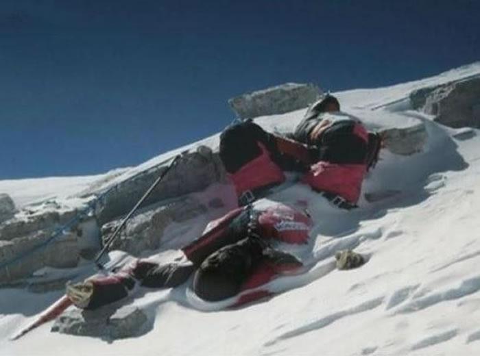 珠穆朗玛峰登山死亡者的干尸变地标 每具背后都有故事
