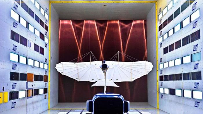 团队将滑翔机带到荷兰一个巨型风洞作测试。