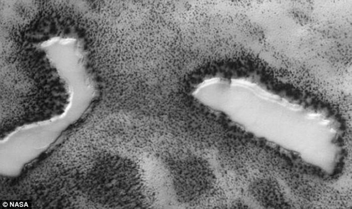 """外星人猎人称发现火星表面存在着""""绿洲"""""""