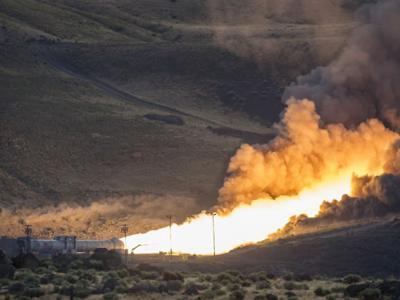 美国太空总署(NASA)在犹他州沙漠成功测试世上推力最大的火箭推进器