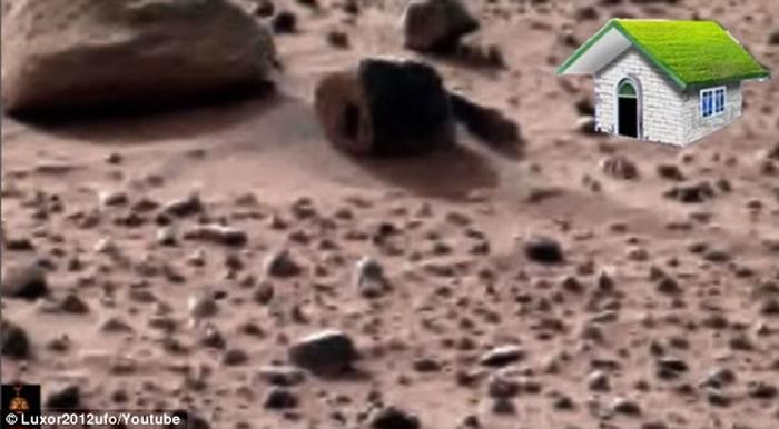 火星表面发现外星人的家?石头上有门