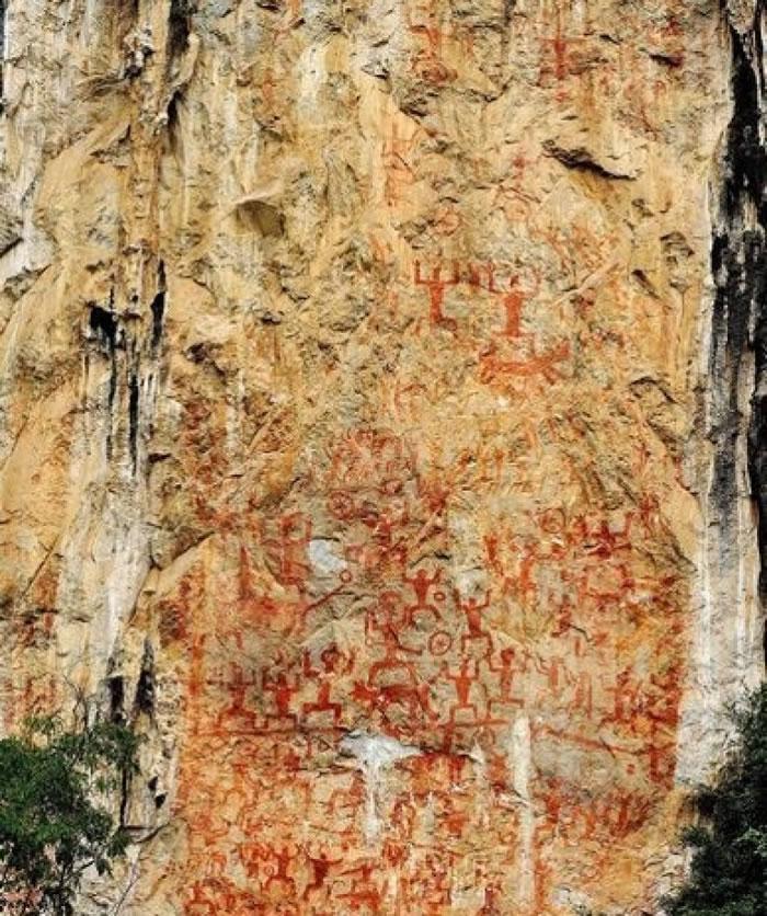 岩画群记录了距离现今约2000年的祭祀场景。