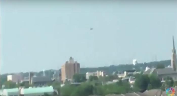 外星人造访美国?纽约上空惊现UFO悬浮数小时