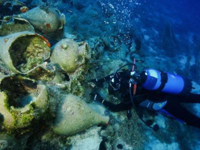 深海探险家们在爱琴海偏僻处发现大量古代沉船