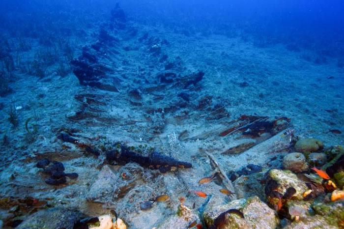 这艘船是在佛尔尼找到的沉船中,唯一一艘外露木材结构得以保存的船骸,该船的时代约为18至19世纪。 PHOTOGRAPH BY VASILIS MENTOGIAN