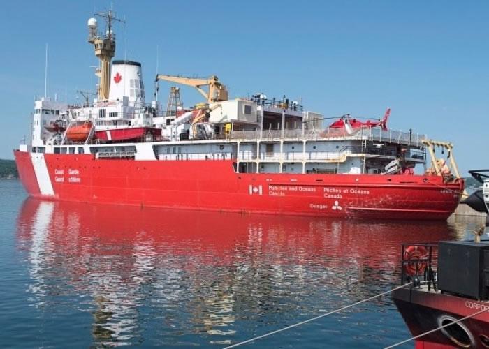 路易士圣罗伦号是加拿大最大型的破冰船。