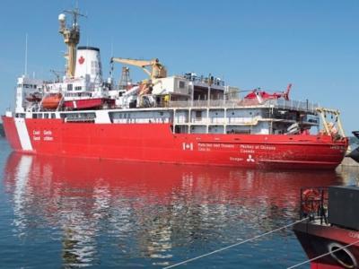探索北冰洋 加拿大最大破冰船前往北极