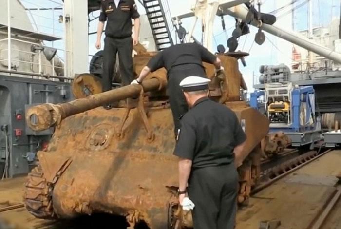 俄罗斯北海舰队打捞出沉于大海70多年的美军二战坦克