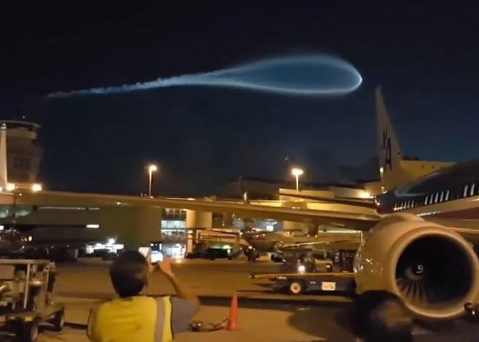 蝌蚪形蓝光现美国夜空 惹UFO入侵猜想