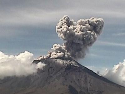 墨西哥中部波波卡特佩特火山喷发