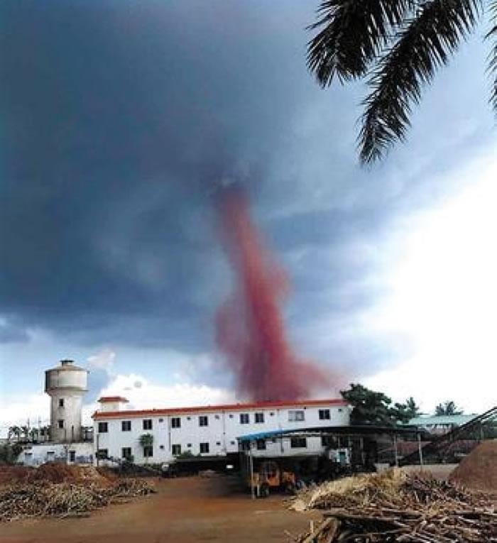 龙卷风原地旋转7分钟后消散。
