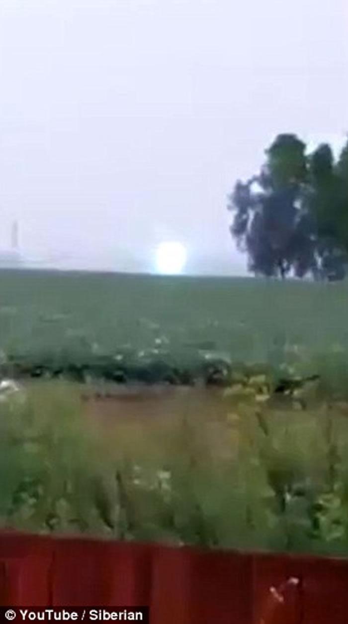 俄罗斯拍摄到非常罕见的球状闪电