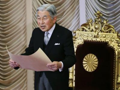 日本天皇由神降为人 二战前后意义大不同