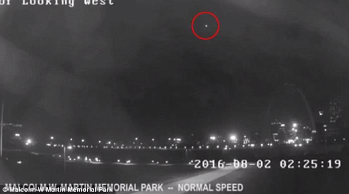 美国密苏里州圣路易斯拱门上空UFO疑云