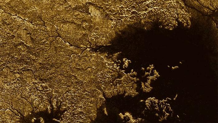 土星最大的卫星泰坦上发现被淹没的峡谷