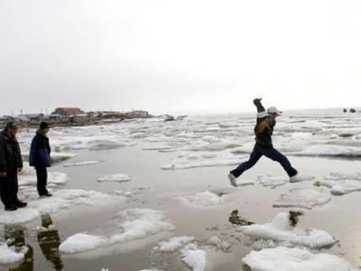 """美国出现首批""""气候难民"""":500年历史阿拉斯加小村庄不敌急速溶冰全村迁离"""