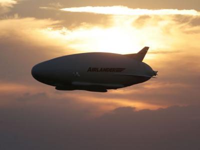 """""""飞行屁股"""":全球最大氦气飞行器Airlander10英国试飞成功"""