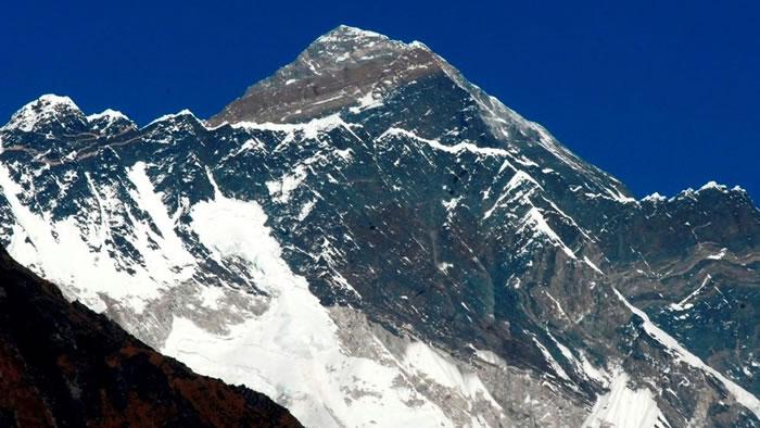 印度夫妇称成功登上圣母峰(珠穆朗玛峰)被证照片PS造假 10年内不得再爬尼泊尔的山