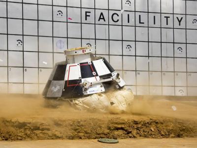 美国波音公司CST-100 Starliner飞船测试沙漠降落 六个安全气囊破至剩下两颗