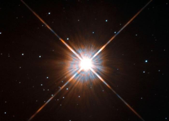 图为欧洲南方天文台拍得的比邻星。