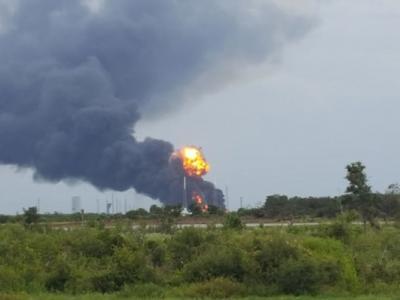 """美国SpaceX""""猎鹰九号""""火箭爆炸冒火球 摧毁facebook首枚卫星"""