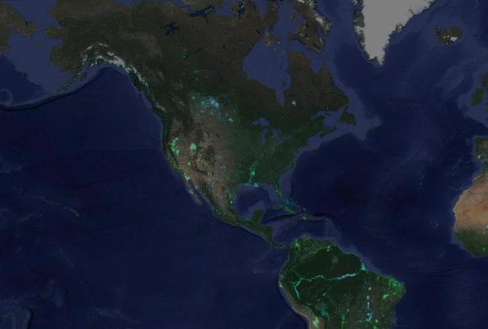 北美洲和南美洲水陆区域的变化。蓝色区块为原本是陆地,后来变成水域的地方。绿色的区块则是原本为水域,如今成为旱地的地区。 MAP COURTESY GOOGLE