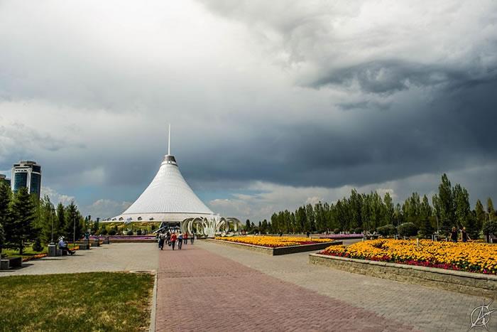 哈萨克首都阿斯塔纳天空出现异象