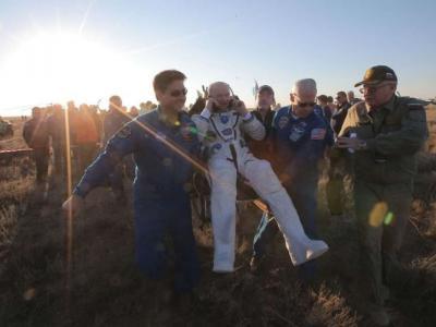 美国史上逗留太空时间最长的宇航员Jeffrey Williams完成任务回归地球