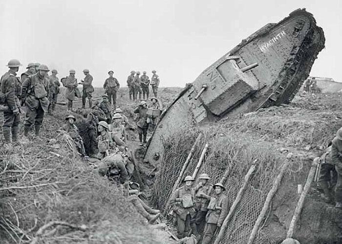 英国在一次大战投入坦克作战。