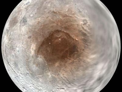 """冥王星正不断向它的最大卫星冥卫一的红色两极""""喷漆"""""""