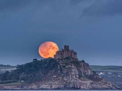今年的中秋追月夜适逢半影月食天文现象