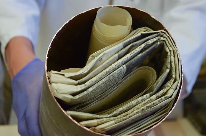 专家指时间囊内的文件保存得非常好。