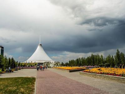 """哈萨克首都阿斯塔纳天空出现特异景象""""上帝之眼"""""""