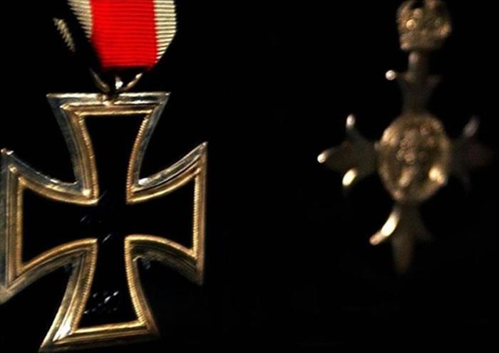纳粹德国不但一直没发现他的身份,更曾授予他铁十字勋章。