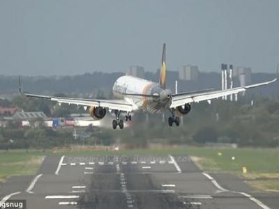 a321客机降落英国伯明翰机场遇到猛烈侧风惊险降落
