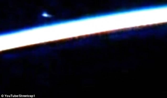 美国太空总署在国际空间站直播 地球大气层惊现蓝色怪光