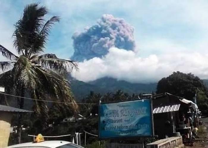 巴鲁贾尼火山喷发。