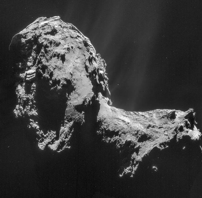 在罗塞塔号到达67P彗星之前,没人知道它的真面目。摄影: PHOTOGRAPH BY ESA/ROSETTA/NAVCAM