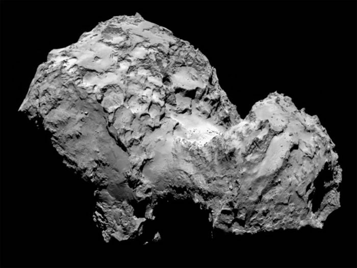 67P彗星上的凹坑可能是聚集的气体让彗星的内部结构变弱,导致表层崩塌。 PHOTOGRAPH BY ESA/ROSETTA