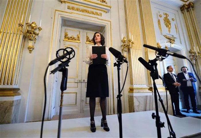 诺贝尔文学奖委员会宣布卜戴伦为本届文学奖得主。