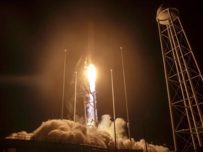 """爆炸后2年再发射 美国""""天蝎230火箭""""成功升空"""
