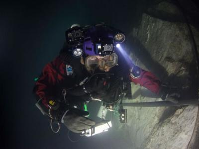 探险家完成创举在捷克找到世界上最深的水下洞穴