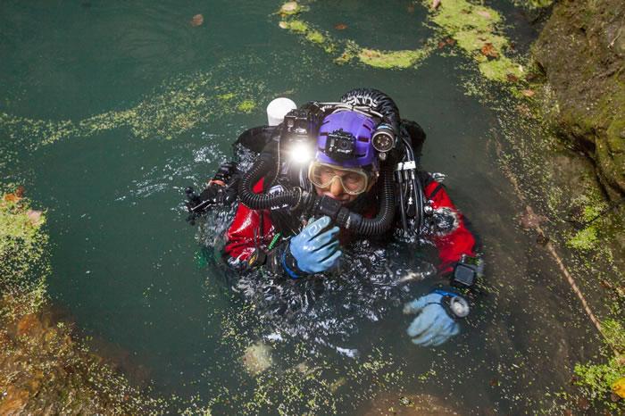 史塔挪斯基潜水减压好几个小时后(已潜了200公尺),回到水面上的样子。 / PHOTOGRAPH BY MARCIN JAMKOWSKI
