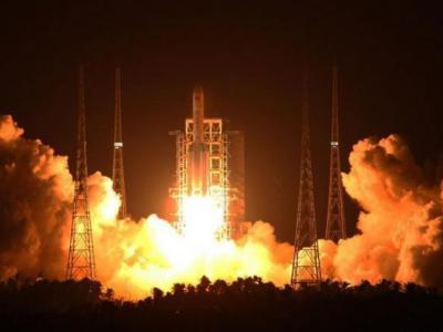 """中国成功发射最大运载火箭""""长征5号"""""""