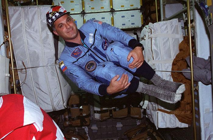 首位在太空站上参与投票的太空人──大卫 沃夫