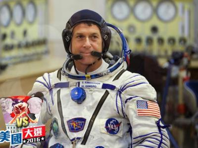 美国太空人Shane Kimbrough在太空漂浮状态下投票选举总统