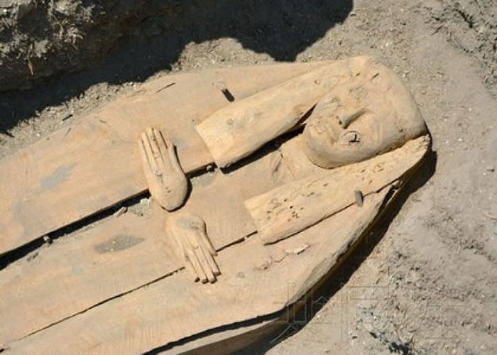 日本考古团队在埃及出土平民棺木 女性木乃伊助揭古代葬礼文化